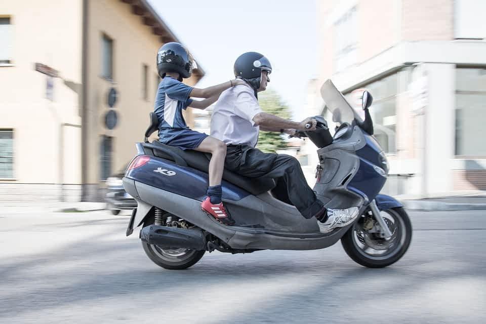 Zweirad im Schweizer Verkehr - Sommer Zeit Achtung